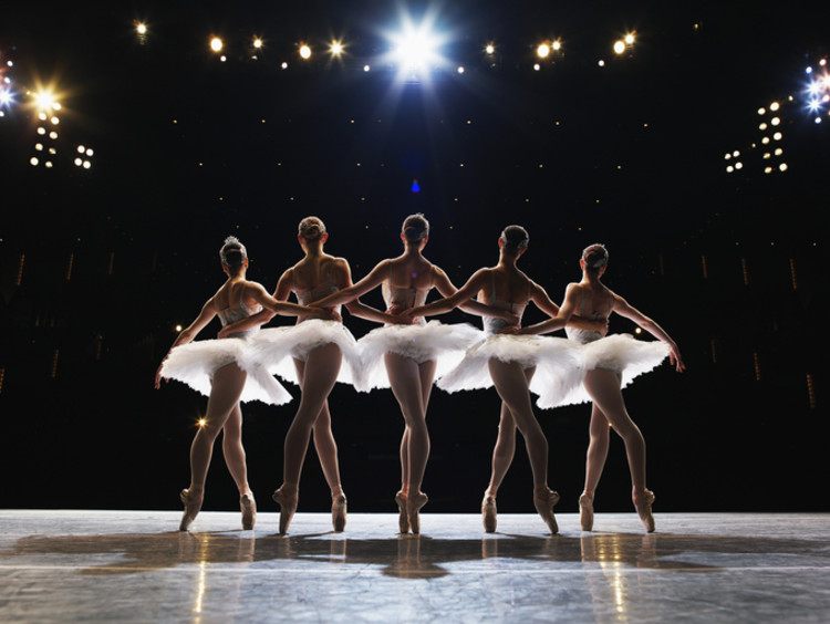 ballerinas performing on point