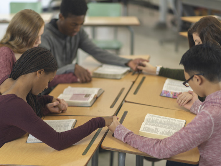 students praying in school