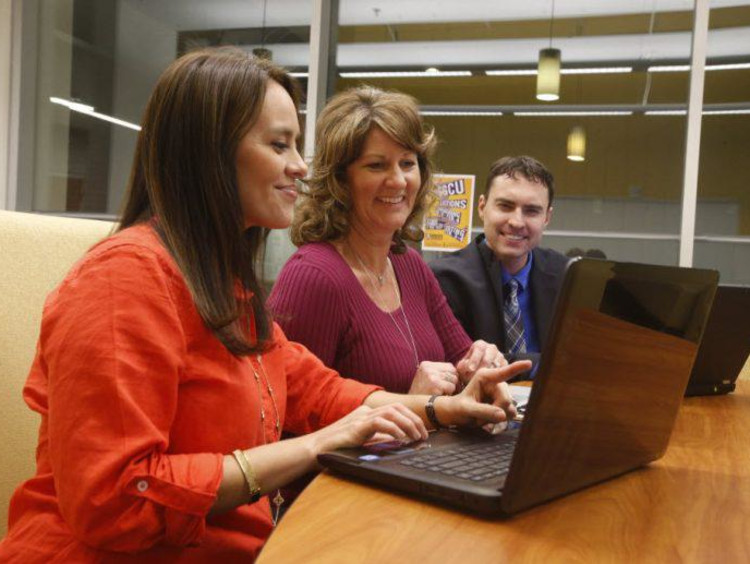 Trio of doctoral psychology students share laptop screens