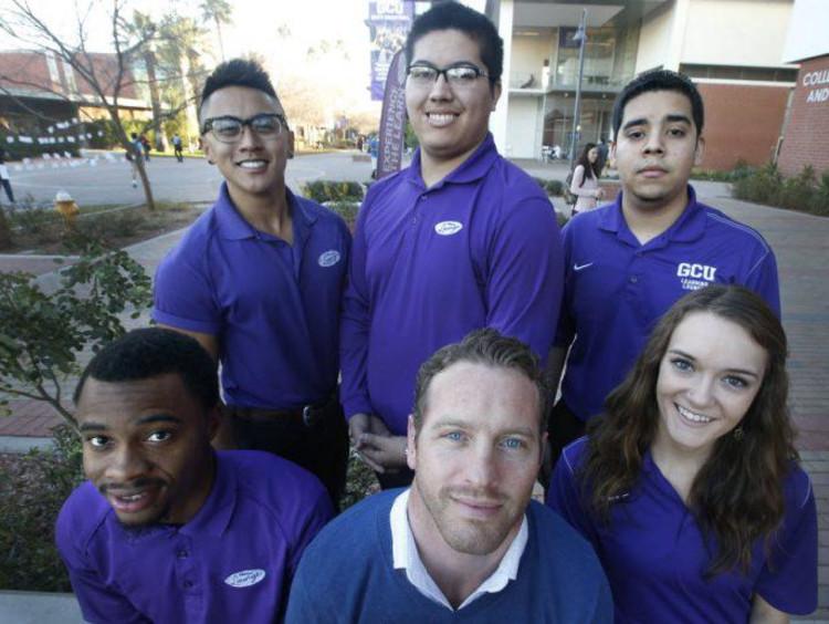GCU students in the promenade on campus