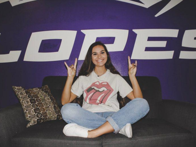 Tatum in front of a Lopes sign