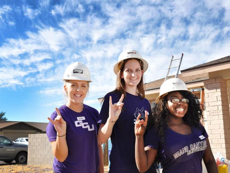 GCU students loping up