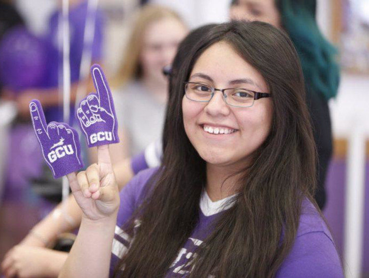 GCU student throwing up a Lope hand sign