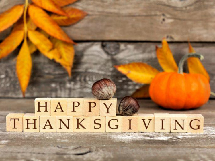 """A """"Happy Thanksgiving"""" sign with autumn leaves"""