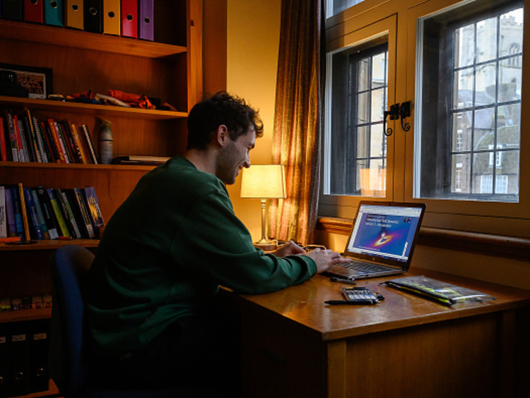 Student earning an online degree
