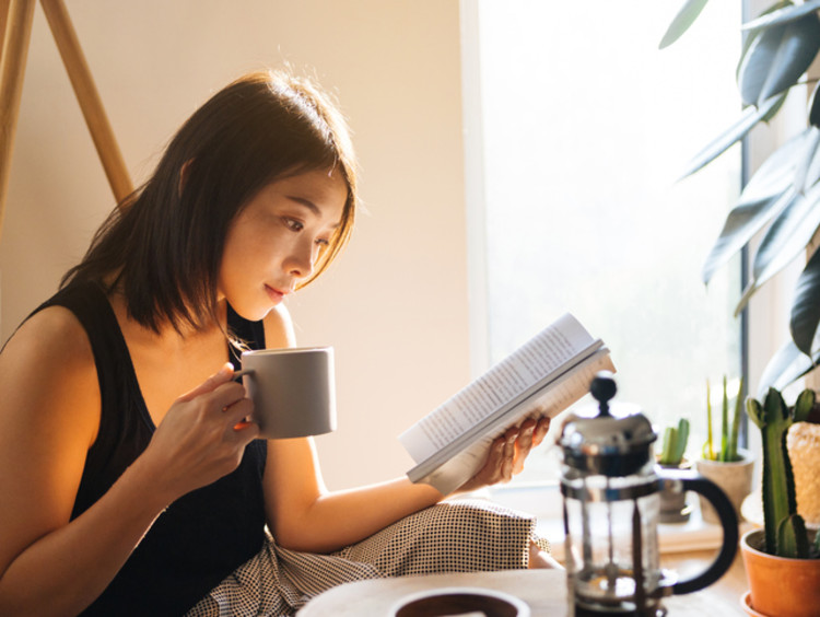 a teaching student earning a reading degree and drinking coffee