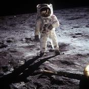 apollo-astronaut-landing-41162.jpg