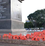 anzac day cenotaph darwin aap