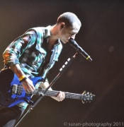 Chester Bennington Plays his blue Guitar