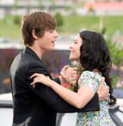 HIGH SCHOOL MUSICAL 3: SENIOR YEAR [US 2008] ZAC EFRON as Troy Bolton, VANESSA HUDGENS as Gabriella Montez   HIGH SCHOOL MUSICAL 3: SENIOR YEAR  [US 2008]  ZAC EFRON as Troy Bolton,  VANESSA HUDGENS as Gabriella Montez     Date: 2008