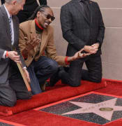 Snoop Dogg gets Hollywood fame star.jpg