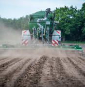 tractor-3486285_960_720.jpg