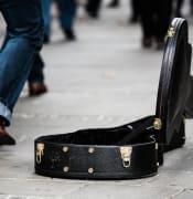 guitar case 485112 960 720 1
