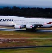 QANTAS 747 Hobart runway