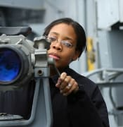 800px-US_Navy_021206-N-1328C-501_Signalman_3rd_Class_Tiffany_Culereth_from_Bronx,_N.Y.,_observes_ships_in_the_area_through_binoculars_called__Big_Eyes._.jpg