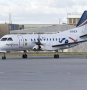 800px-Regional_Express_Airlines_VH-REX_Saab_340B_taxiing_at_Wagga_Wagga_Airport_1.jpg