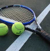 1024px-Tennis_Racket_and_Balls.jpg