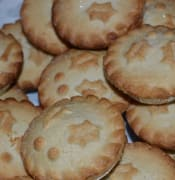 maxpixel.freegreatpicture.com-Sweet-Mince-Pie-Xmas-Traditional-Christmas-Food-577878 (1).jpg
