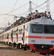 KRL_train_surfing_5.jpg