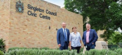 Michael_Johnsen_MP_Mayor_of_Singleton_Cr_Sue_Moore_Singleton_Council_General_Manager_Jason_Linnane_1.jpg