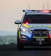 Ambulance-emergency-response-vehicle-responding-QAS_1_3_1.jpg