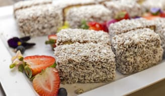 1280px-Lamingtons_on_a_plate.jpg