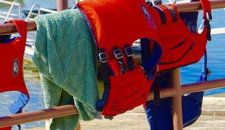 life jacket 1543422 640 1