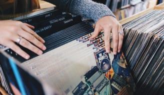 vinyl records 945396 640