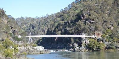 640px Launceston Cataract Gorge Alexandra Suspension Bridge 002