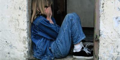 child sitting 1816400 640 1