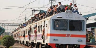 KRL_train_surfing_5.jpg