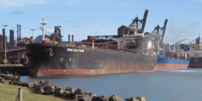 praise-for-those-fighting-ship-fire-at-port-kembla.JPG