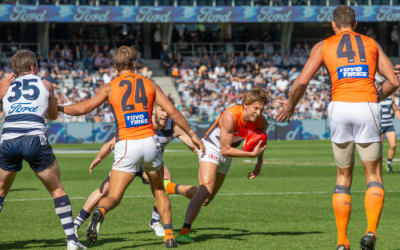Whitfield latest Giant to commit