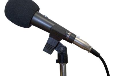 730px-Microphone_studio.jpg