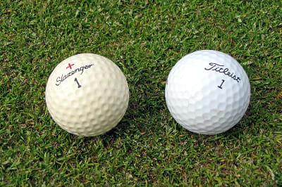800px-Two_golf_balls.jpg