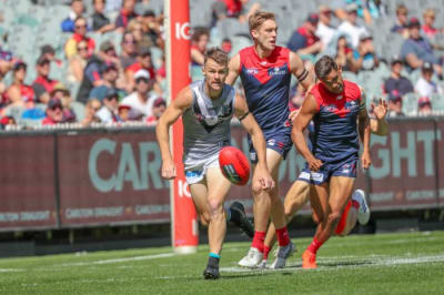 Port doubt on pair's fitness