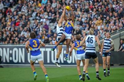 Eagles wrap arms around Ryan