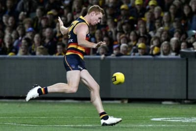 Lynch re-signs with Crows