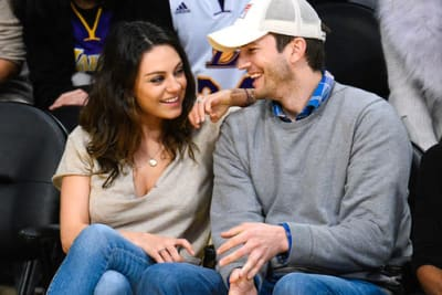 Mila Kunis: a family outing for the bride!