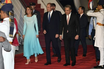William_Kate_arrive_for_Pakistan_tour.jpg