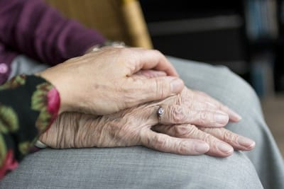 aged hands 2906458 640