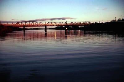 640px Sun setting on the Rail Bridge at Murray Bridge