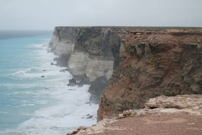 640px Cliff overlooking sea Great Australian Bight Commonwealth Marine Reserve by HeyJude70 on wikipedia