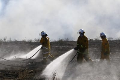 CFS firefighters grassfire by Emmanuellives at English Wikipedia