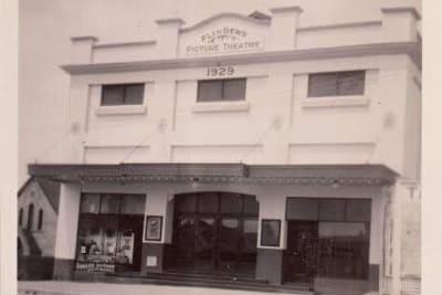 Flinders_Theatre_-_VIA_LINCOLN_CINEMA.jpg