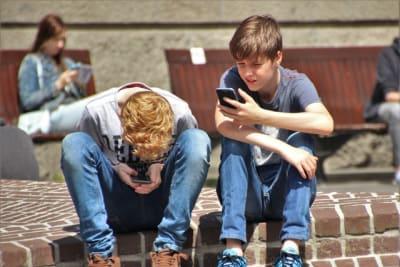 boys cellphones children 159395