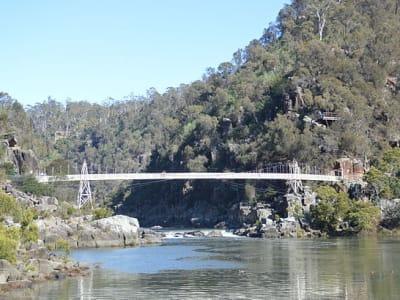 640px-Launceston_Cataract_Gorge_Alexandra_Suspension_Bridge_002.jpg