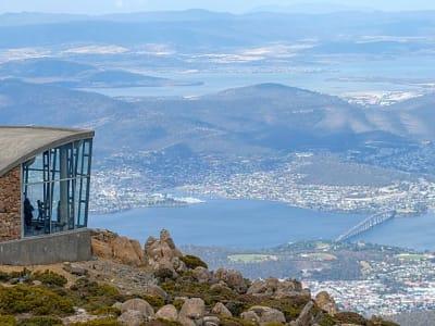 640px-Mt_Wellington_looking_down_on_Hobart_Tasmania.jpg