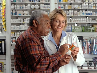 768px-Man_consults_with_pharmacist.jpg