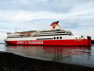 800px-MS_Spirit_of_Tasmania_I_at_Devonport_Tasmania_2.jpg